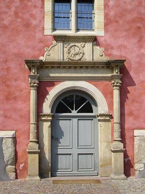 Portal des Herforder Frühherrenhauses