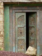 Porte marocaine dans une maison bretonne