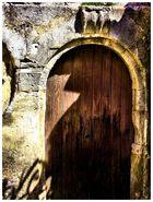 Porte secrète. 2
