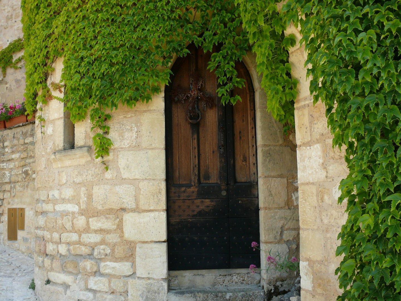 portes et lierre