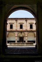 Pórtico Palacio Clavijero (Morelia, Mich)
