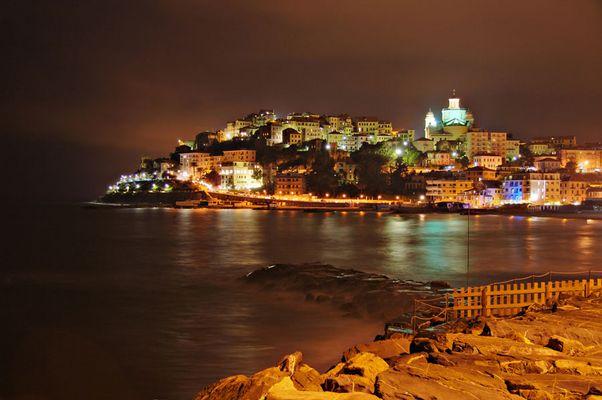 Porto Maurizio bei Nacht