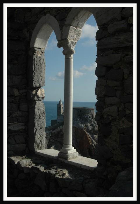 Portovenere dalla finestra foto immagini paesaggi mare for Finestra immagini