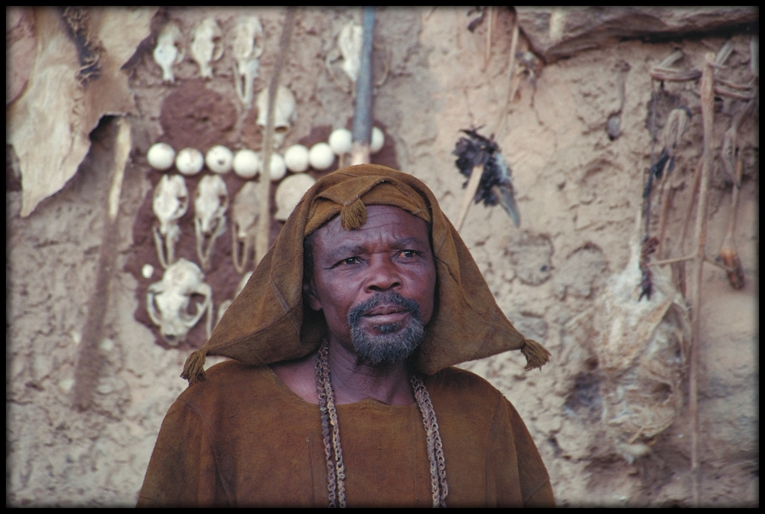 Portrait d'un Hogon de la falaise de Bandiagara