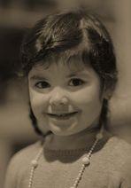 Portrait d'une fillette souriante...