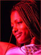 portrait einer Tänzerin im roten Licht