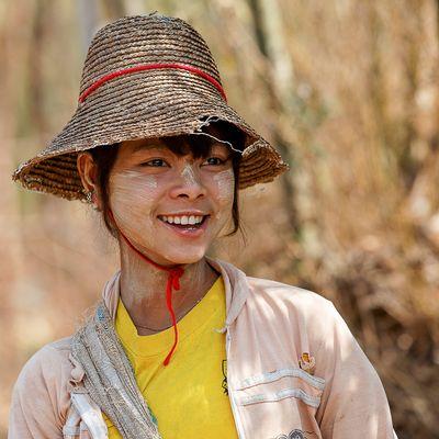 Portrait jeune femme Birmane