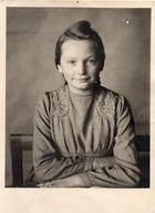 Portrait meiner Oma - Schulanfang 1945, kleine Schätzchen vom Dachboden