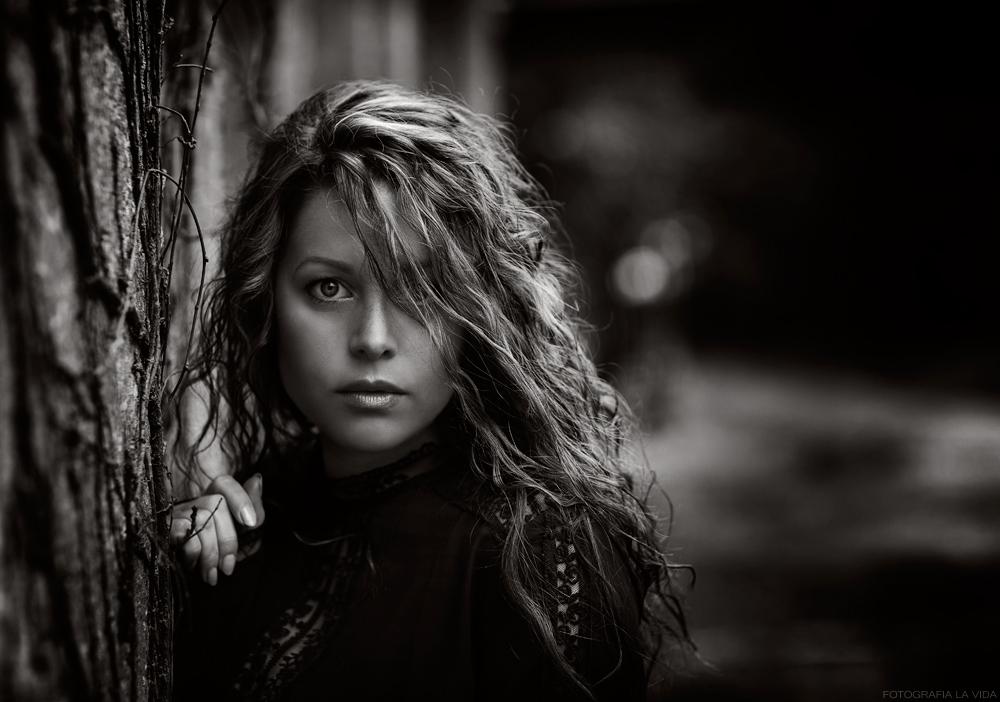 . portrait of woman II .