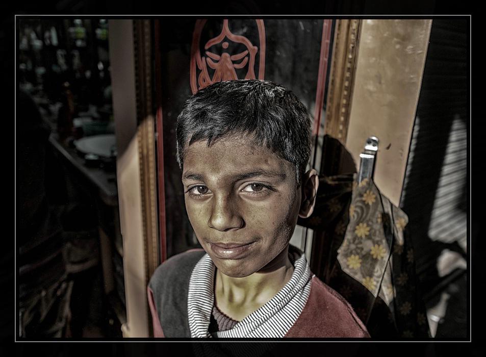 Portrait vor dem Rasiersalon