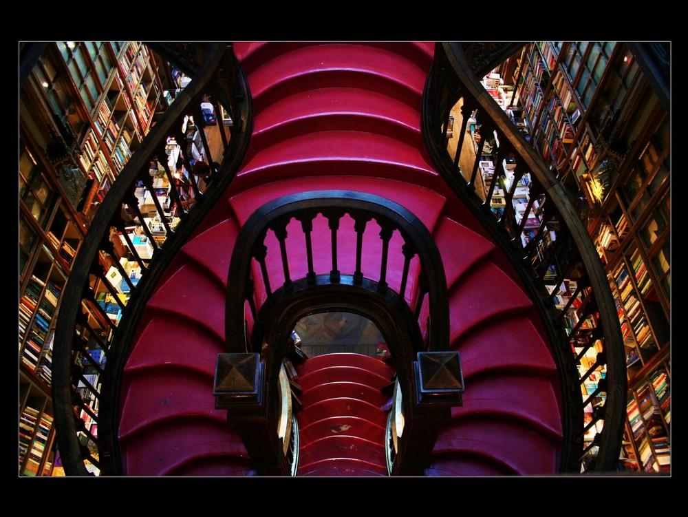 Portugal #7: Porto- scalinata interna della libreria Lello