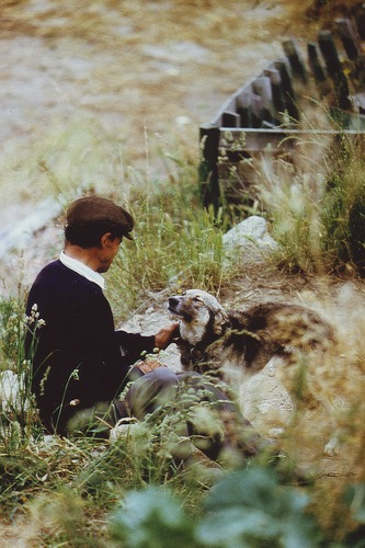 Portugiesischer Bauer mit seinem Hund