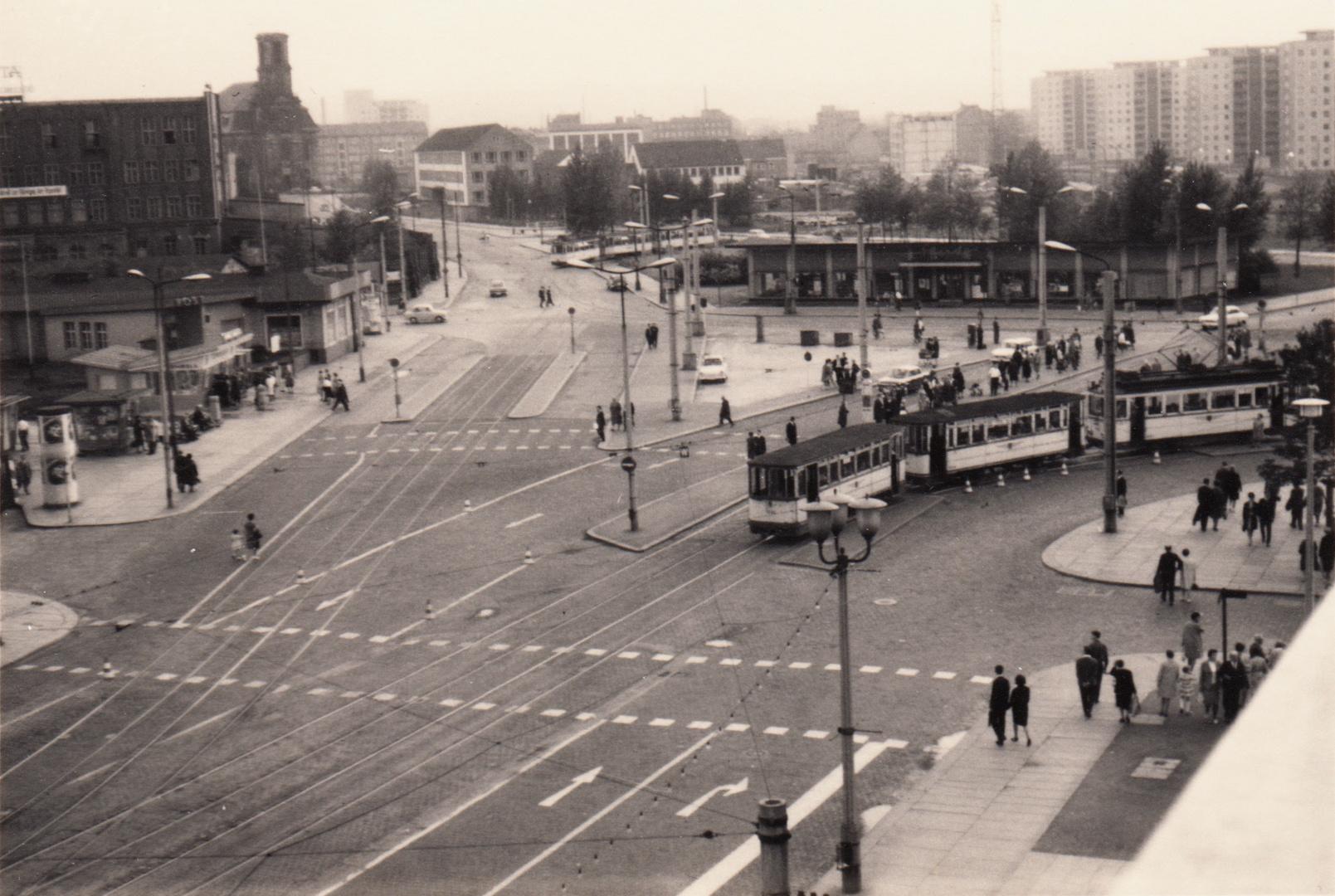 postplatz in dresden foto bild bus nahverkehr stra enbahnen verkehr fahrzeuge bilder. Black Bedroom Furniture Sets. Home Design Ideas