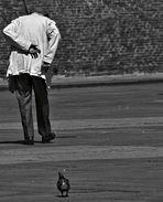 POSTURE ovvero L'UOMO E IL PICCIONE / POSING:  A MAN & A PIGEON