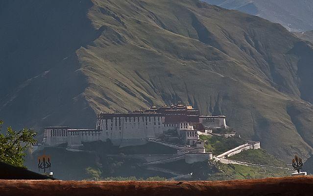 Potala vom Kloster Sera aus