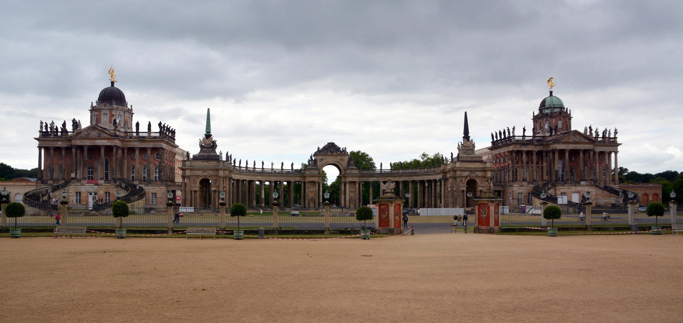 Potsdam Palais-5 Park
