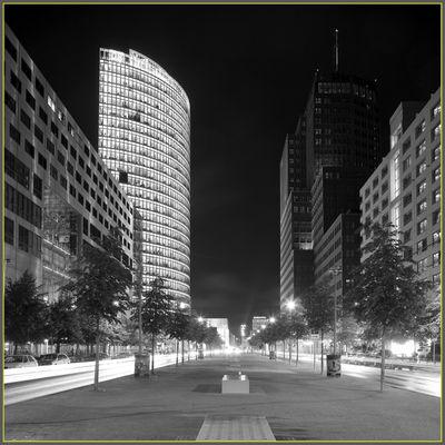 Potsdamer Strasse bei Nacht.