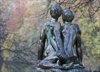 Pour la saint Valentin : la statue des amoureux .