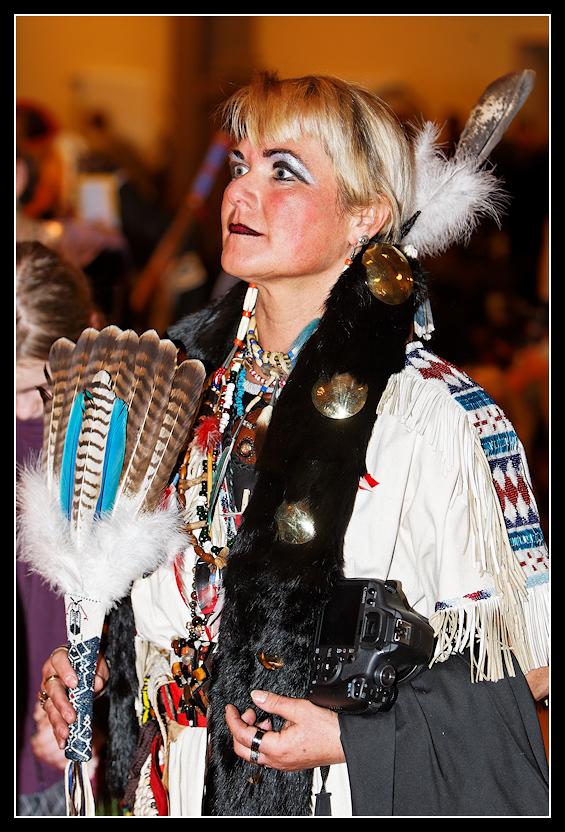 Powwow - moderne Indianerin