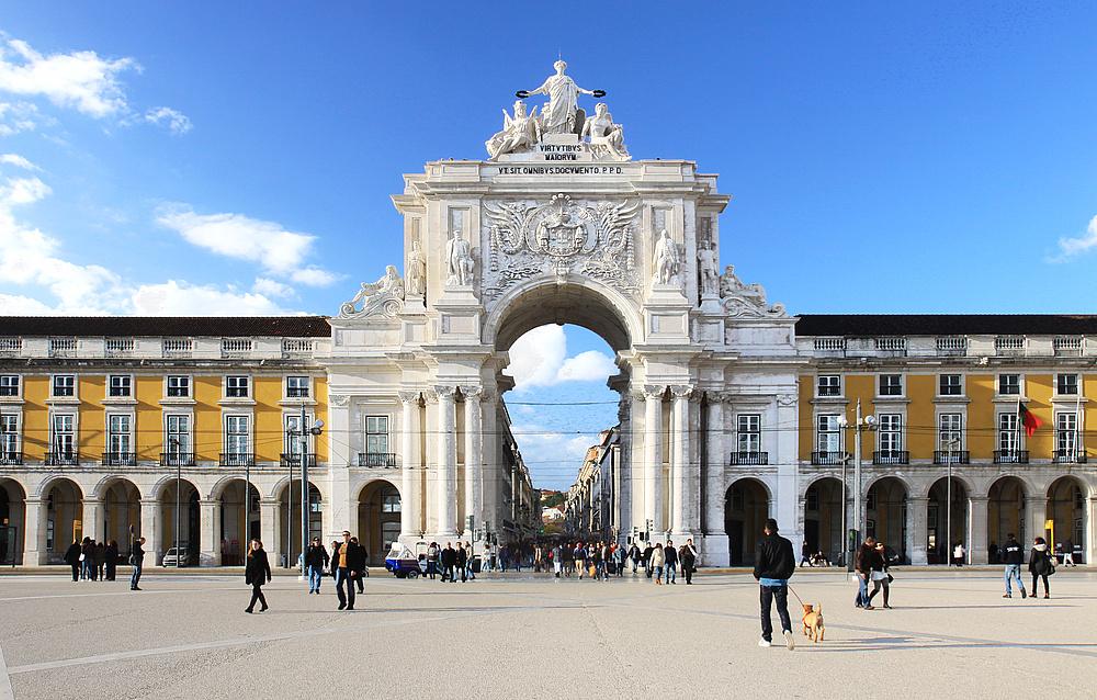 Praca do Comercio mit dem mächtigen und beeindruckenden Triumphbogen.