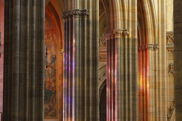 Prag - der Veitsdom beieindruckt mit seinem Farbenspiel