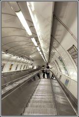 Prag, die Goldene Stadt 24, U-Bahn Rolltreppe