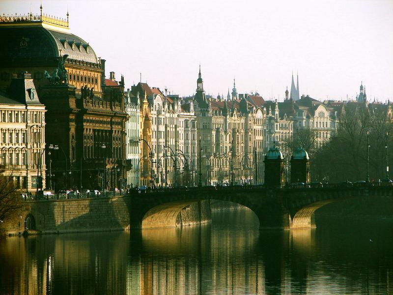 Prag - from/to the bridge