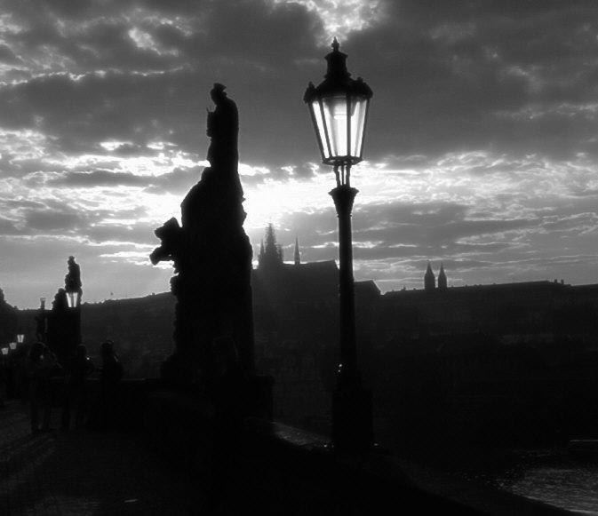 Prag Karlsbrücke, im Hintergrund die Burg