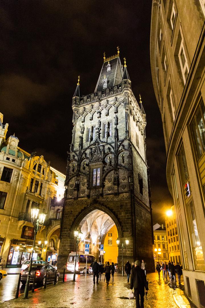 Prag, Pulverturm bei Nacht