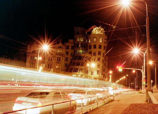 Prag und das schwimmende Haus