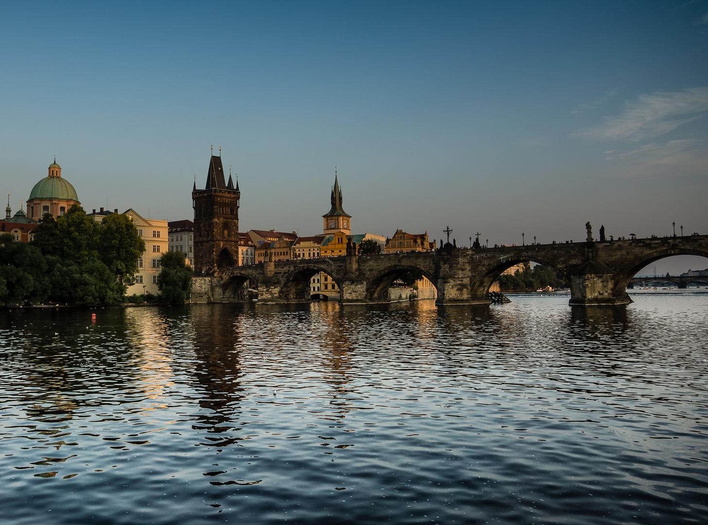 Prag und seine Brücke