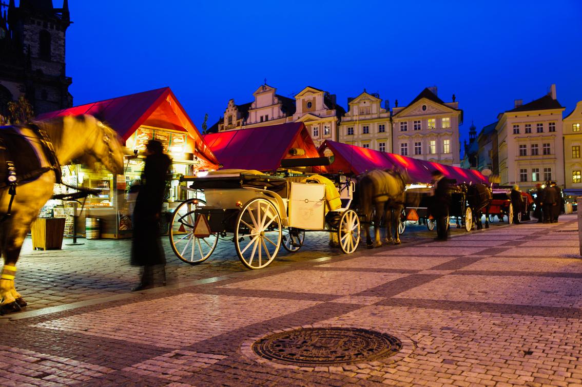 Prag - und wir warten!