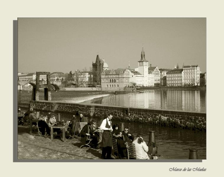 ...Praga al otro lado del rio...