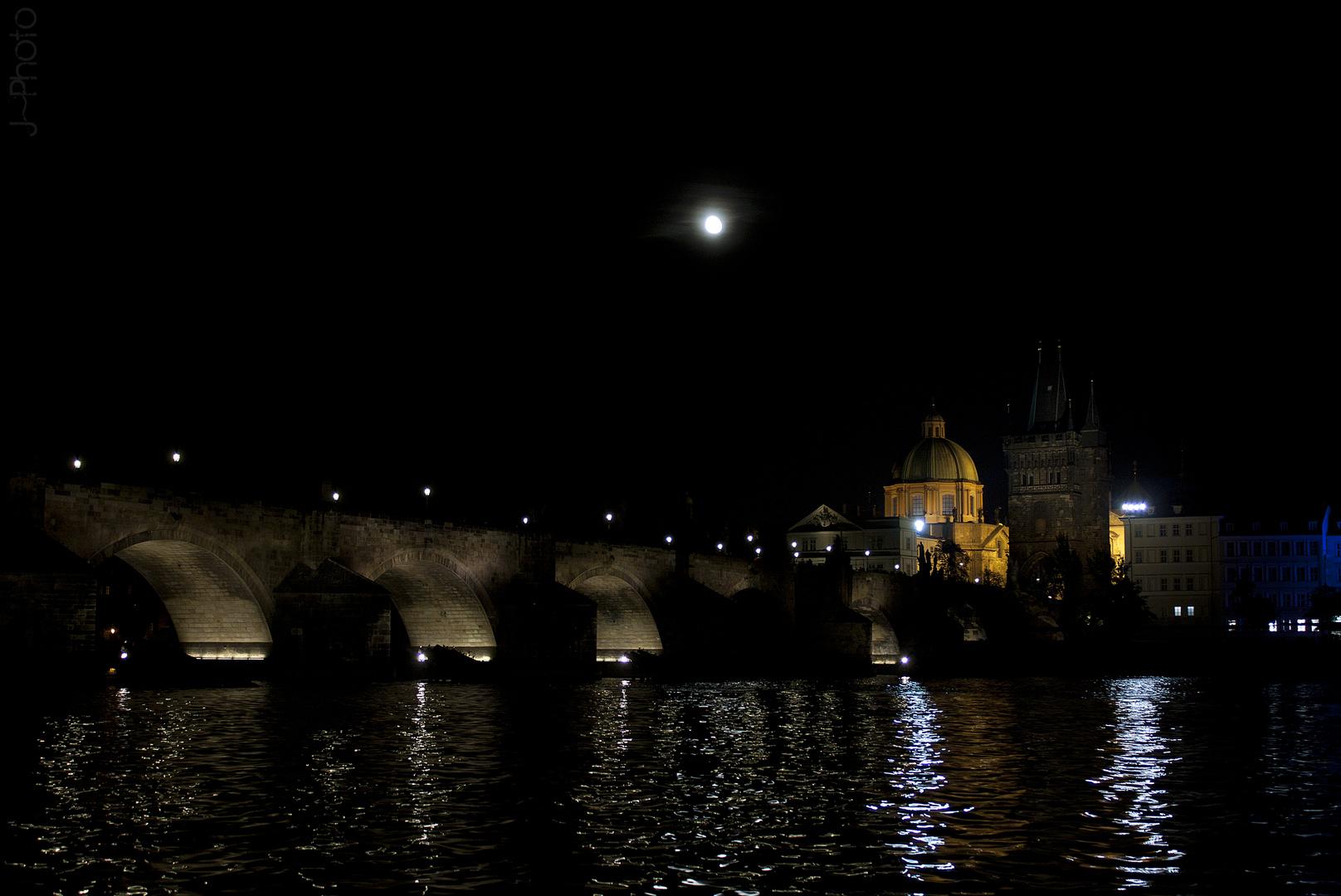 Praga bajo la luna