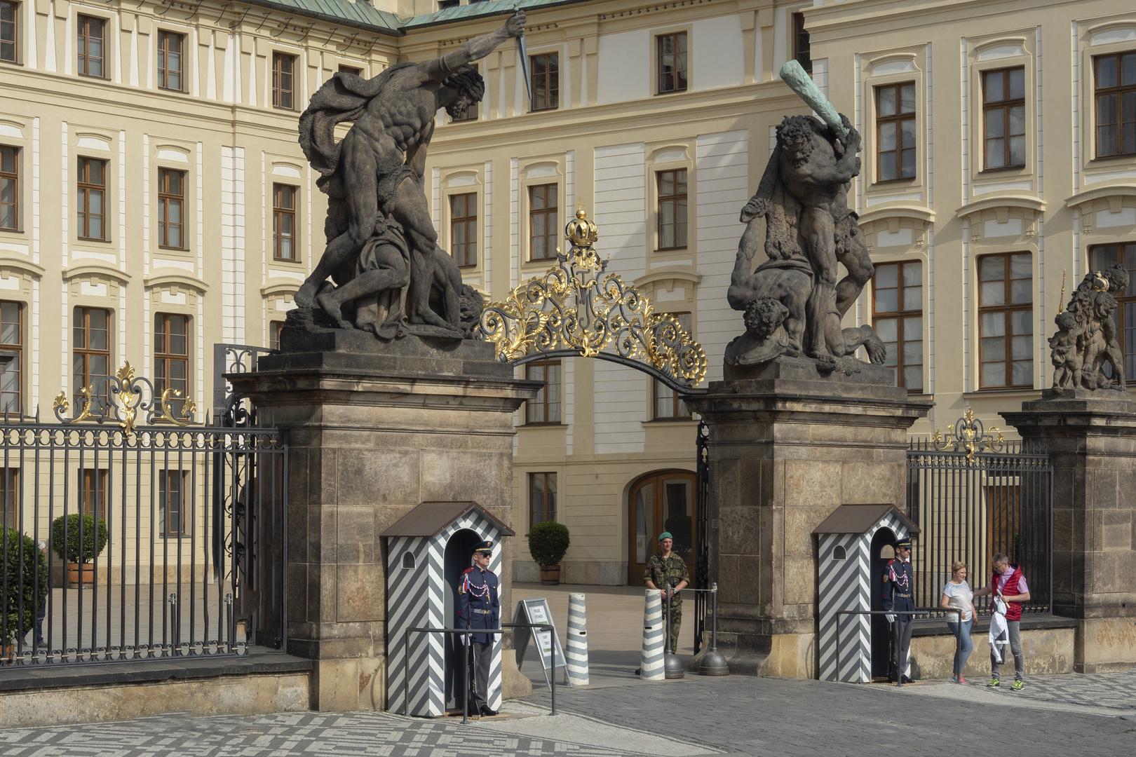 Praga, Hradcanske Square, cancello entrata