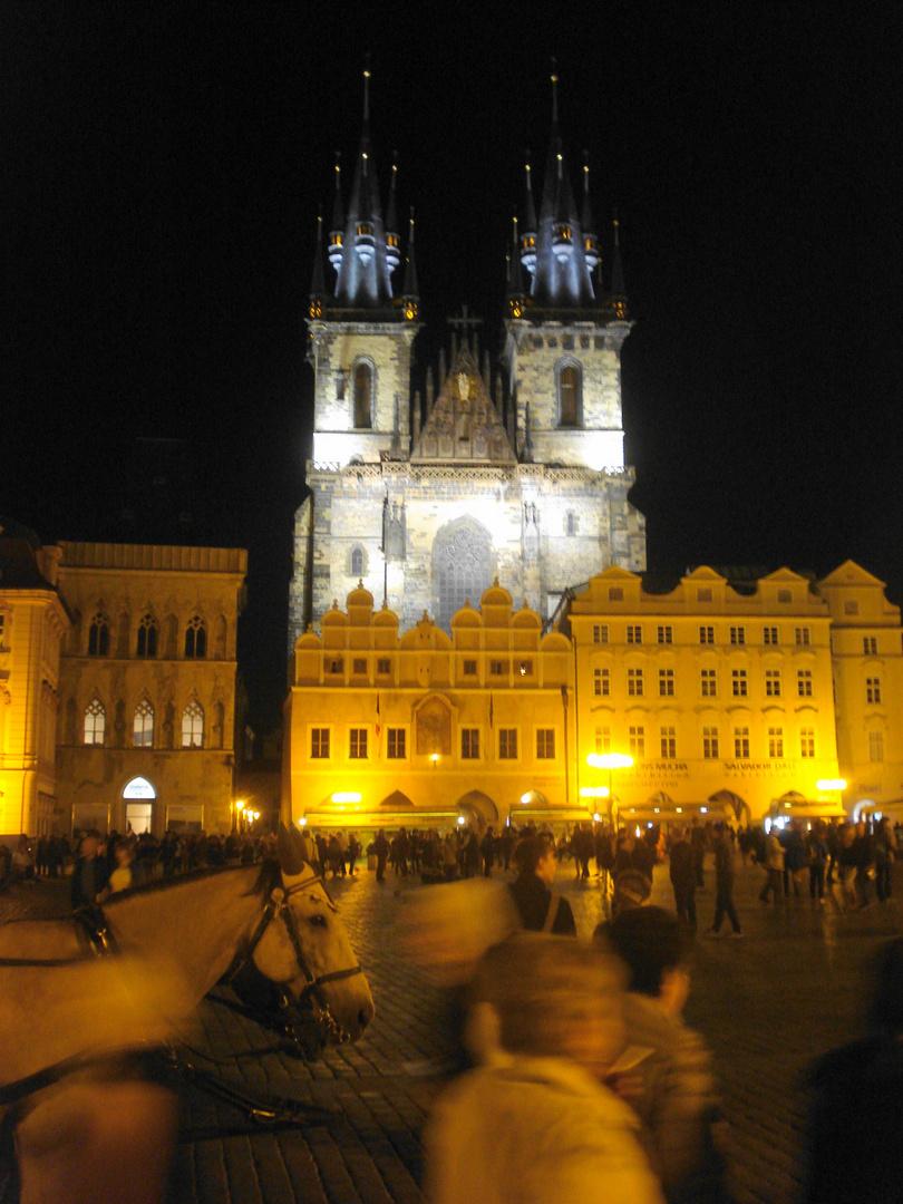 Prager Hauptplatz bei Nacht