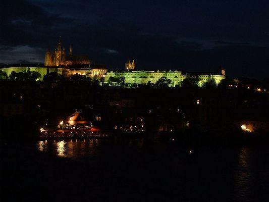 Prager Karlsburg bei Nacht