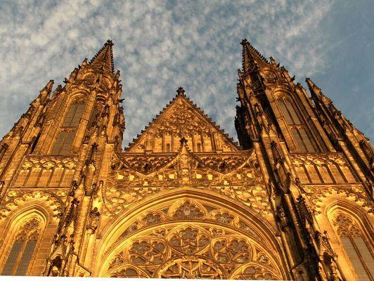 Prager Kathedrale im letzten Abendlicht