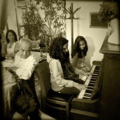 Praha XIV. Family scene with piano