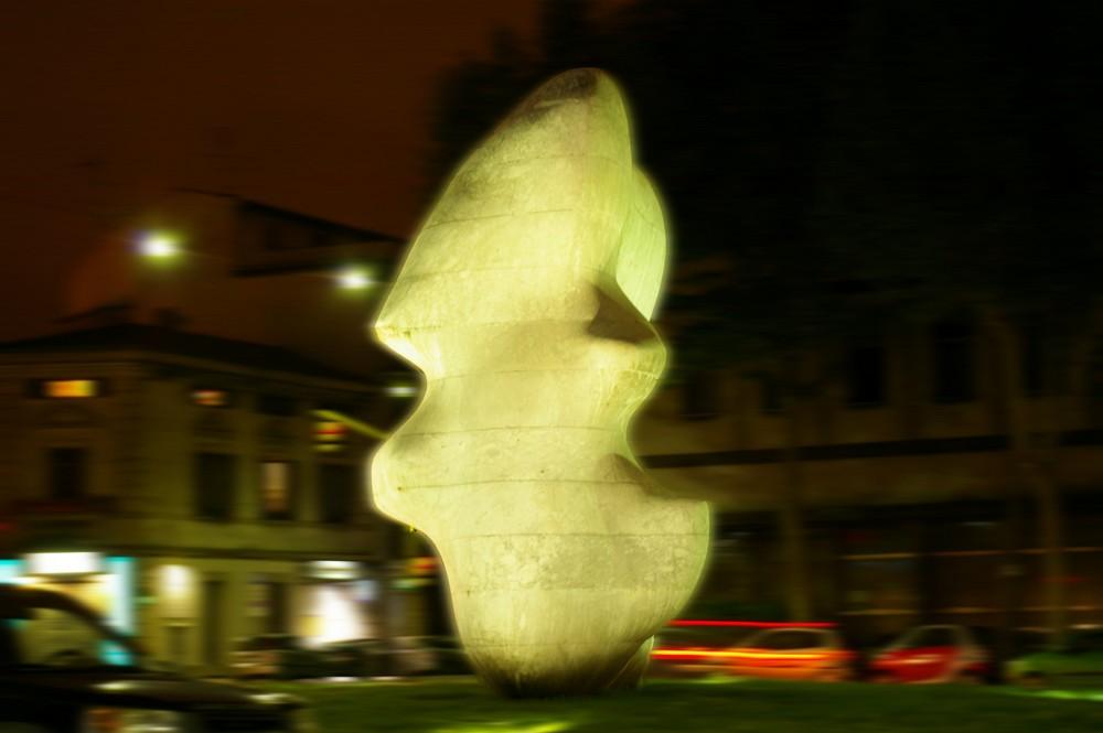 """Prato, Henry Moore """"Forma squadrata con taglio"""""""