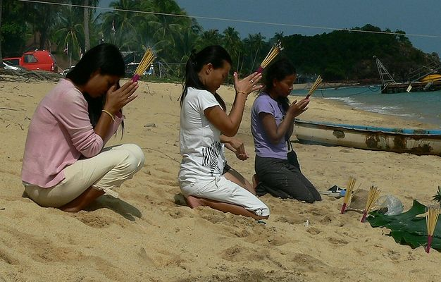 Prayer and offering on the beach Mae Nam