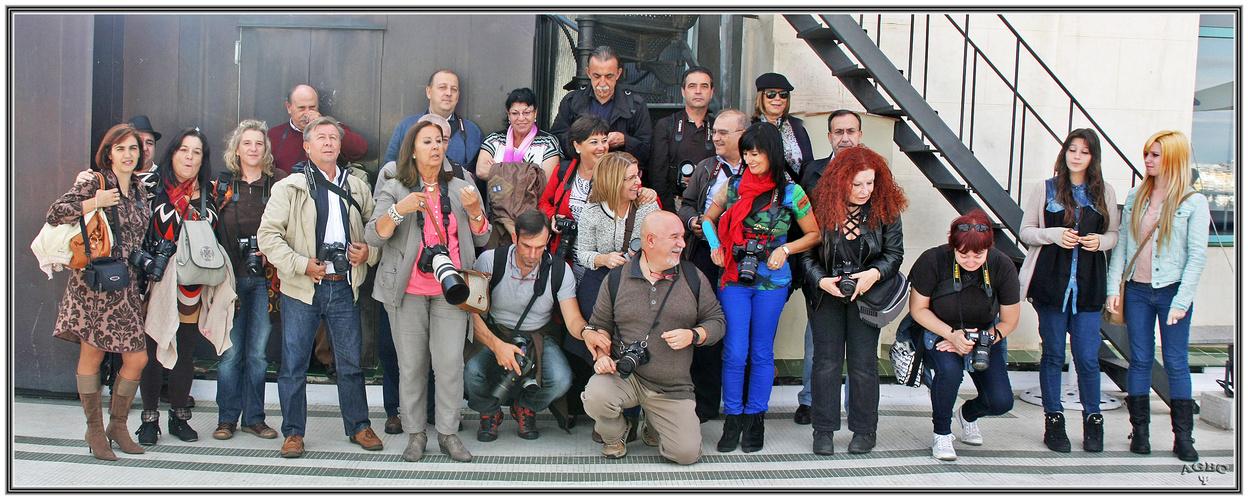 Preparándonos para la foto de grupo Circulo de Bellas Artes. Pano (4 Img.) GKM5-I