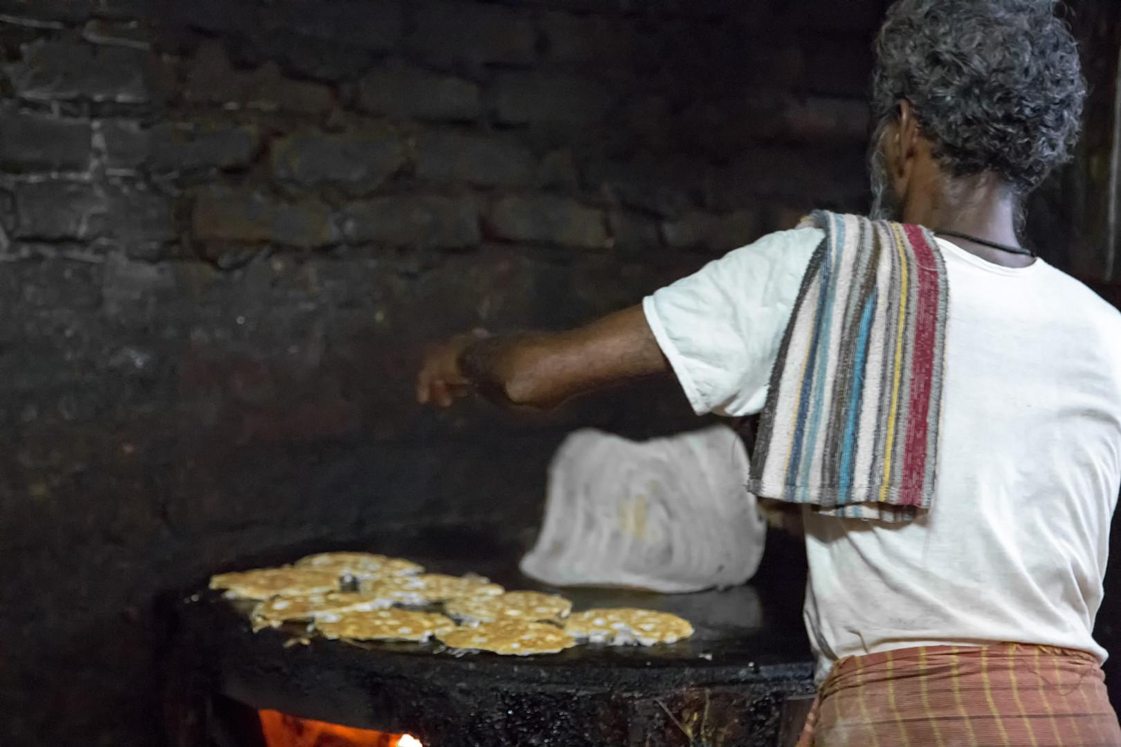 Préparation de dosai dans un restaurant indien très simple, Tanjore