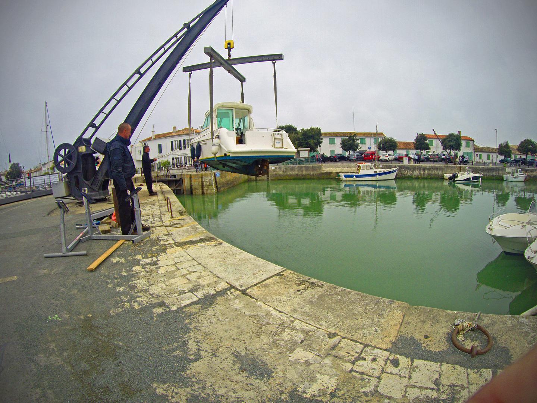 préparation de la saison - révision d'un bateau - Ars en Ré