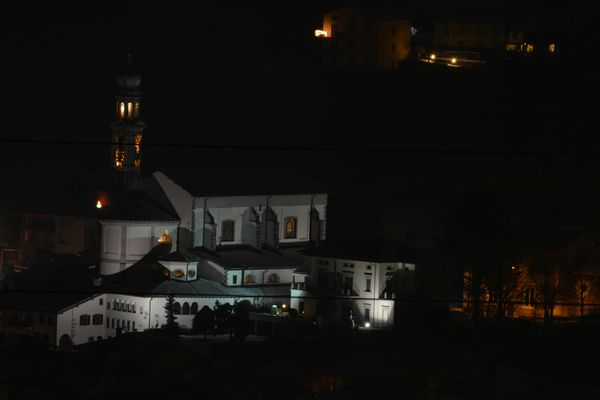 prepositurale di Vertova vista da Casnigo