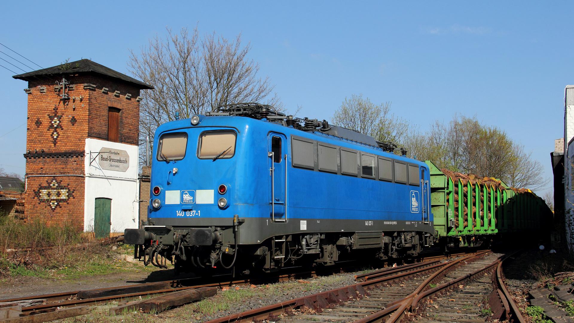 Pressnitzschnitzel mit Hackschnitzel-Zug im sonnigen Rheinland