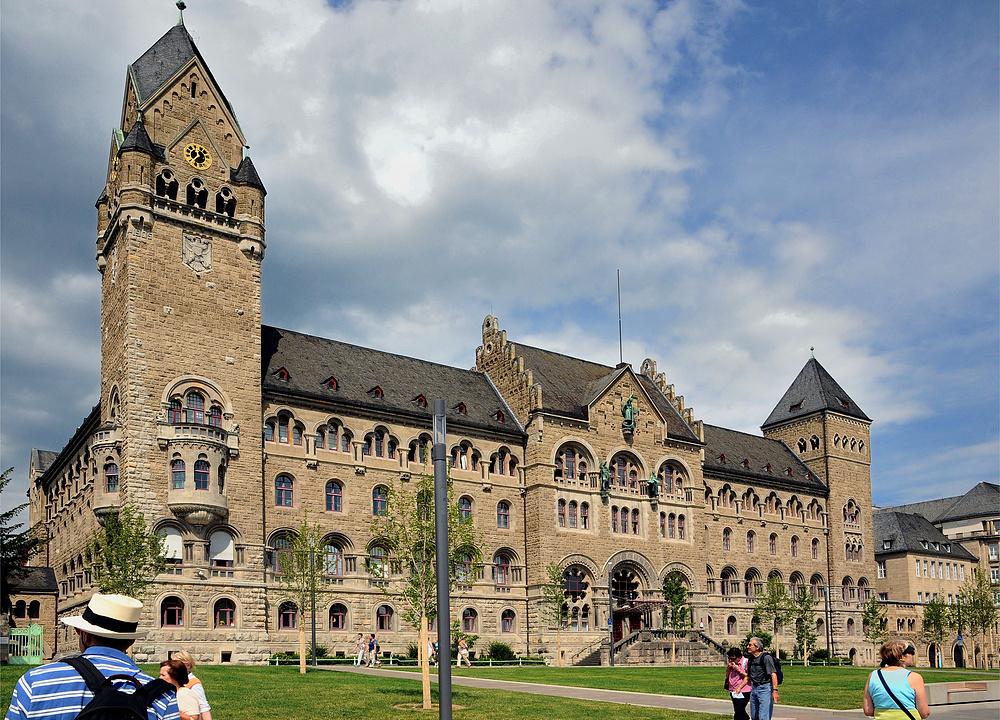 Preußisches Regierungsgebäude, es steht in Koblenz. Ich weiß es ist oben etwas...