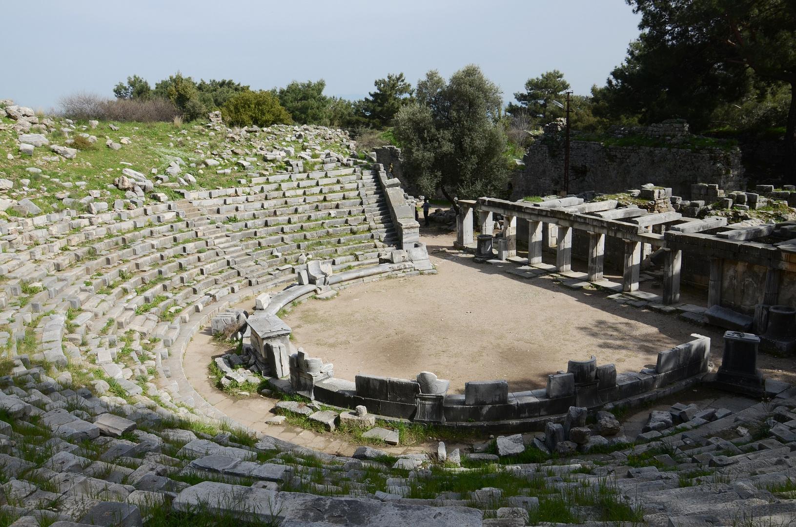 priene, theater