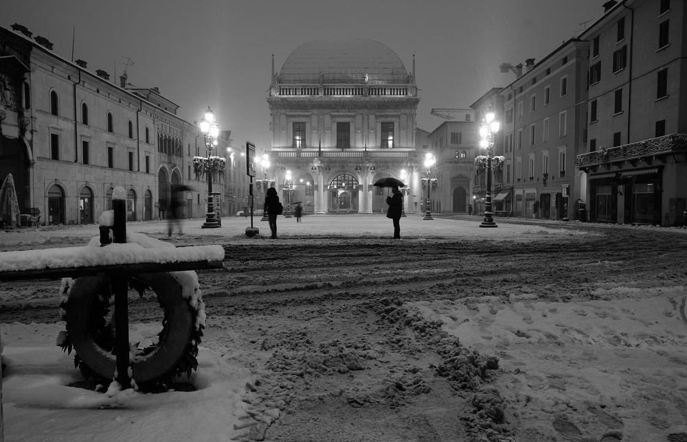 Prima neve in Piazza Loggia