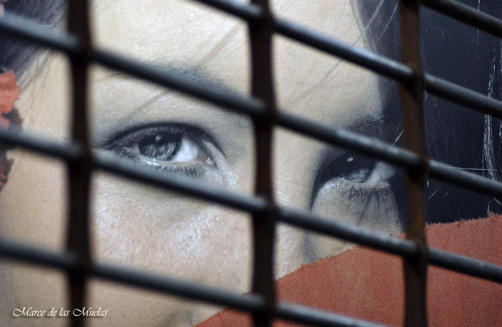 ...prisionera...
